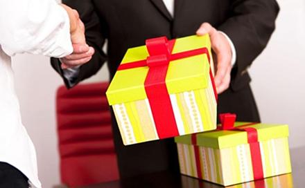 tặng quà cho sếp