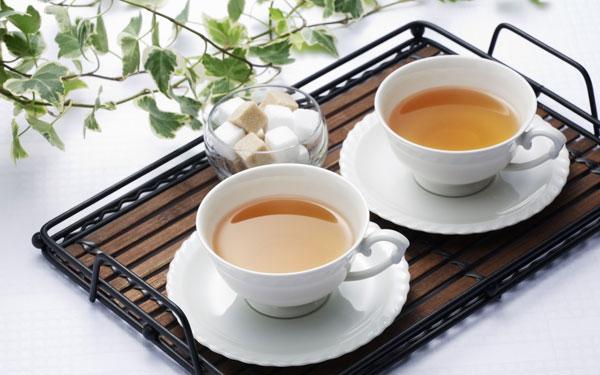 Dùng sâm dành cho người già bằng cách pha trà uống